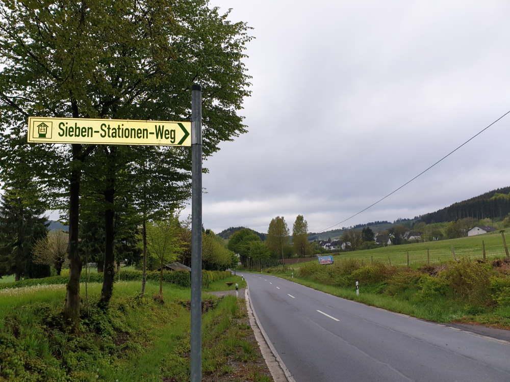 Start des Sieben - Stationen - Weges (7-Schmerzen-Mariens) oberhalb vom Friedhof Richtung Hemke.
